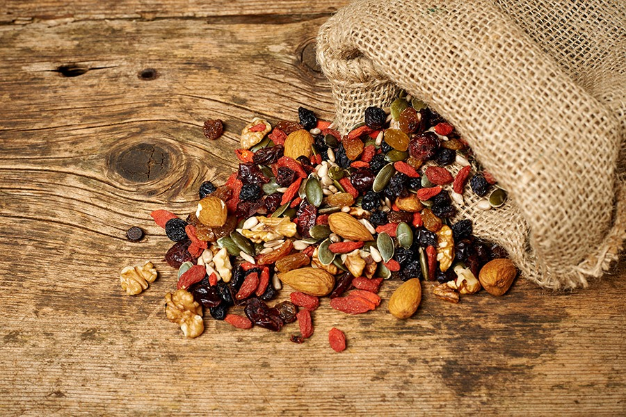 gezond tussendoortje noten bessen zaden