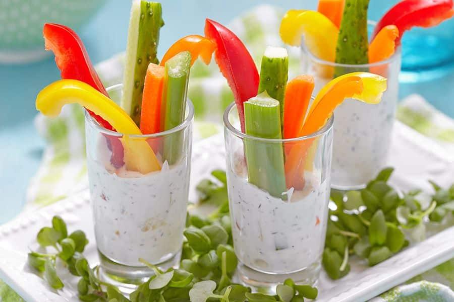 groentesticks met dipsaus verjaardagshapjes